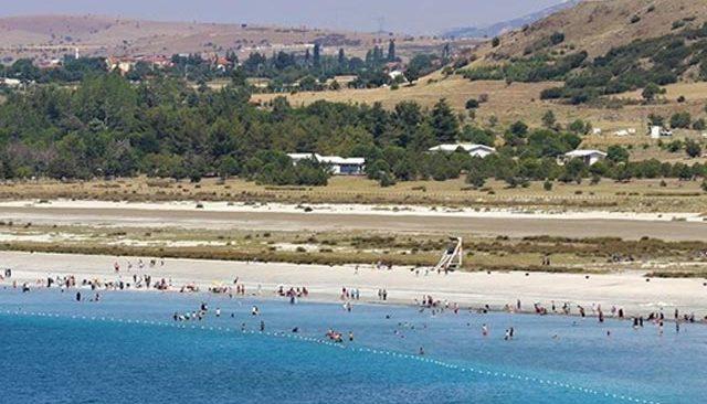 Ziyaretçi akınına uğrayan Salda Gölü'nde tahribat! Su 50 metre çekildi, balçık oluştu