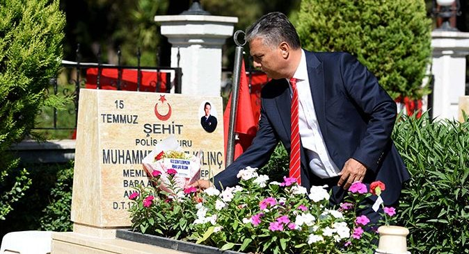 Başkan Ümit Uysal'dan şehitliklere ziyaret