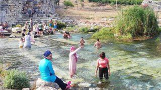 Tarihe ışık tutan Lymra Antik Kenti tatilcilerin gözdesi oldu