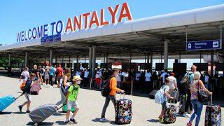 Antalya sadece turistlerle 3 milyon 24 bin 843 rakamını yakaladı