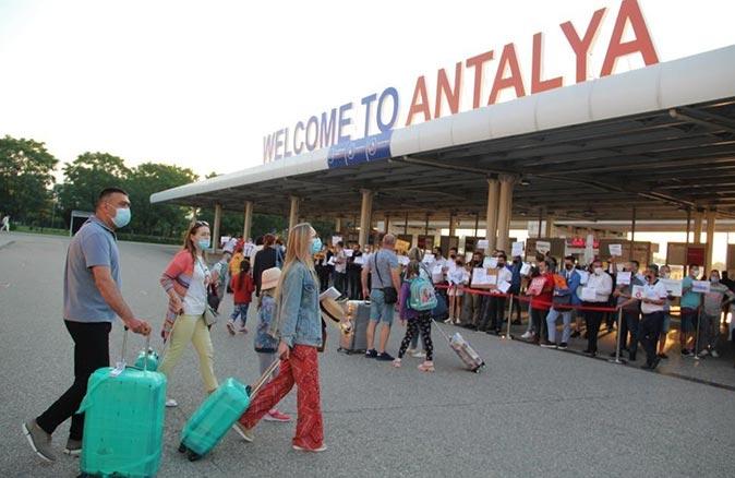 Turistler Antalya'ya akın etti! Sayı 1 milyonu geçti