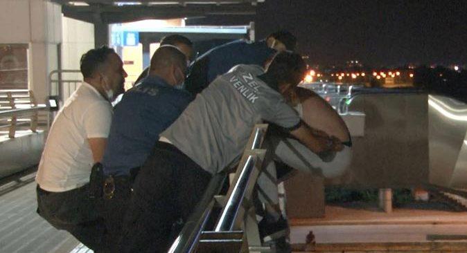 Antalya'da  intihar girişimi! Polis son anda önledi