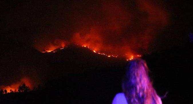 İki işçinin hayatını kaybettiği mahallede yangın felaketi devam ediyor