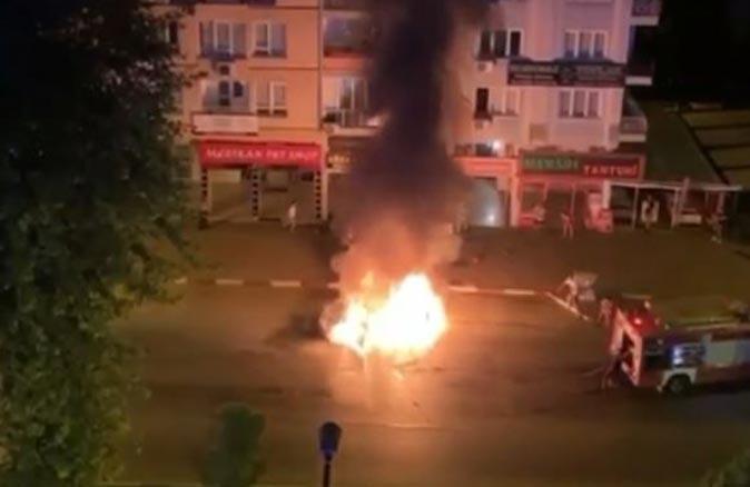 Antalya'da yol ortasında alev alev yandı! Sürücü son anda kurtarıldı