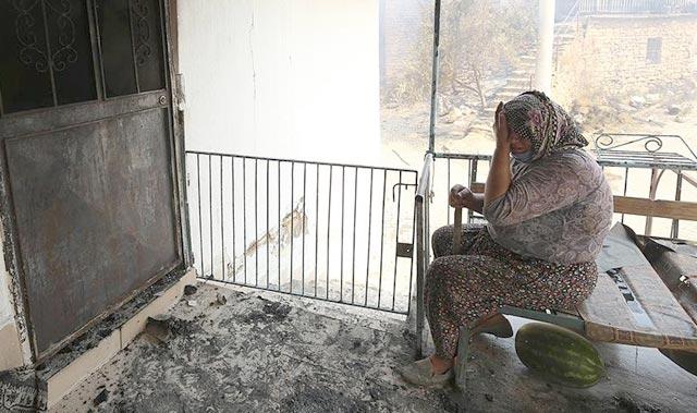 Manavgat'ta kanser hastası kadın, tedavi parasını yangında kaybetti