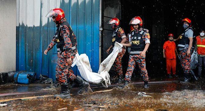 Bangladeş'te fabrikada çıkan yangında ölü sayısı 52'ye yükseldi