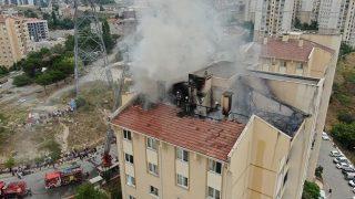 İstanbul'da apartmanın çatısında yangın!