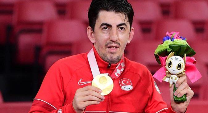 Abdullah Öztürk, masa tenisi tek erkeklerde altın madalya kazandı