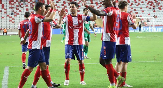Antalyaspor bu sezonki 4 golünün 3 golünü penaltılardan buldu