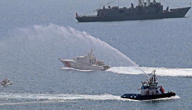 Denizdeki 'Zafer' kutlamasında teknelerden görsel şölen