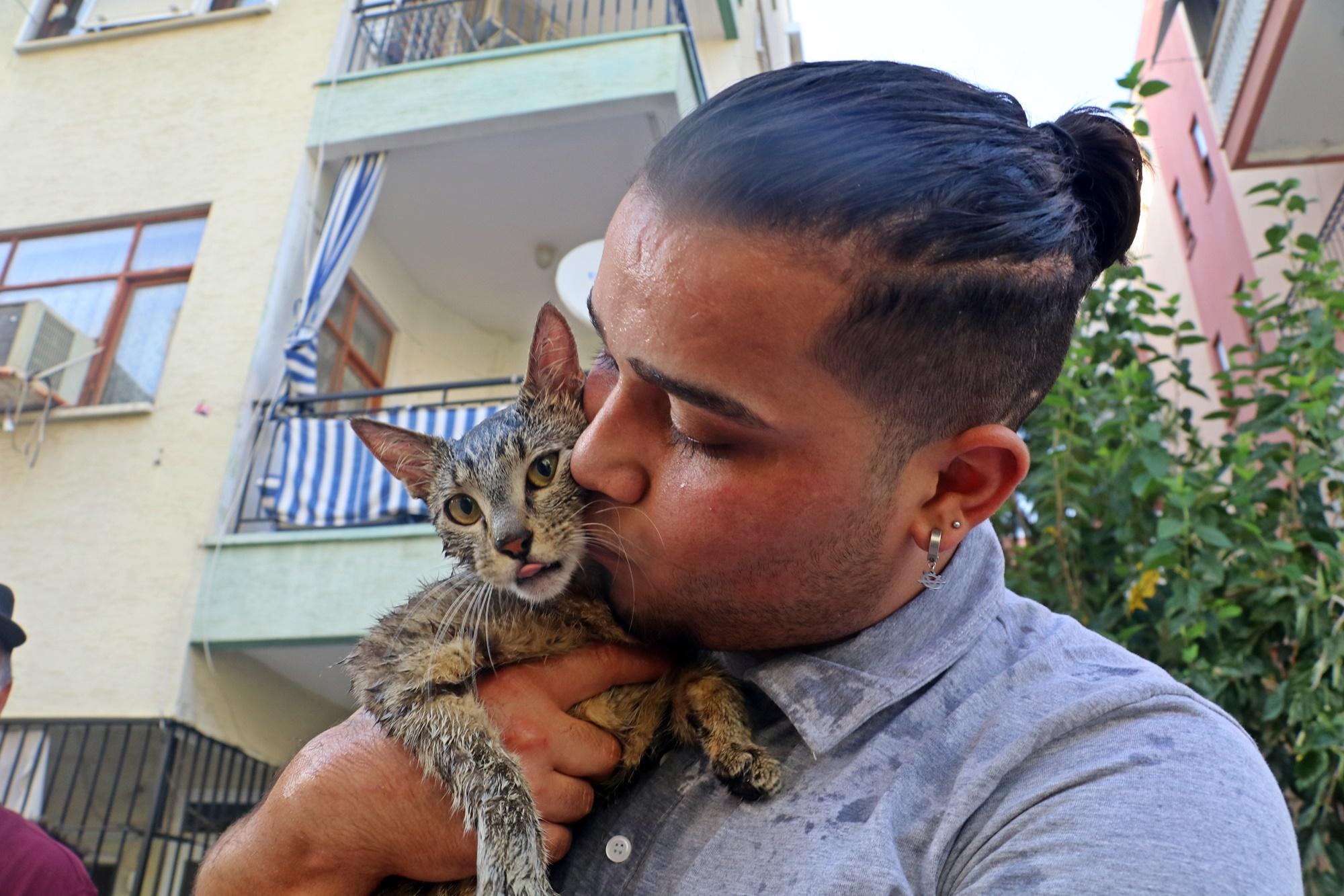 Antalya'da komşusu evini yaktı! Kedileri ekipler kurtardı