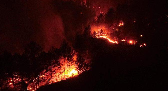 Muğla'da yangınlar devam ediyor! Ekipler adeta alevlerle savaştı