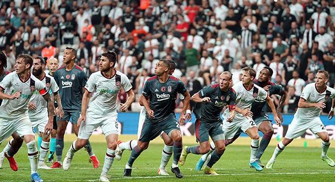 Beşiktaş yeni yıldızı Alex Teixeira ile güldü