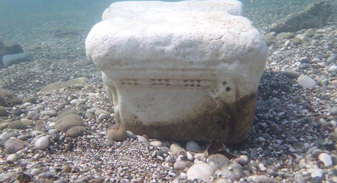 Akdeniz'de tarihi eseri denize attılar