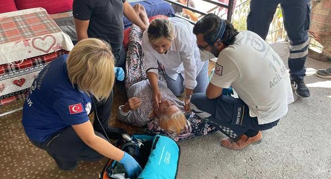 Antalya'daki yangında fenalaşan kadına Milletvekili Tuba Vural Çokal müdahale etti