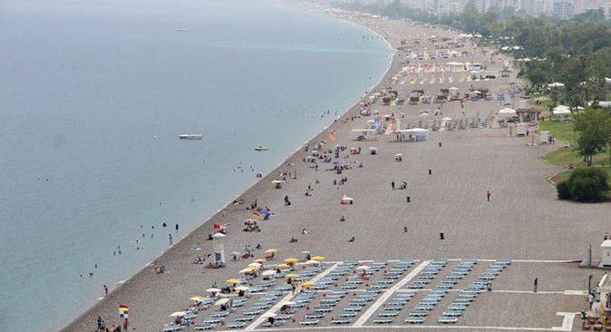 Antalya'da hava açık ve bulutlu