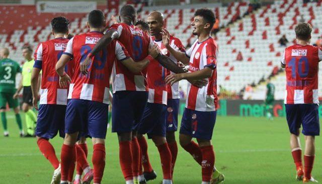 Antalyaspor penaltılar konuştu! Galibiyet 90+10'da geldi