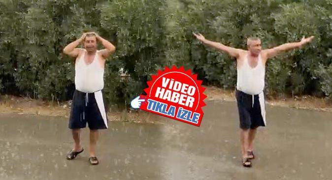 Antalya'da yağmuru gören çiftçi Selçuk Ergin yol ortasına çıkıp dua etti