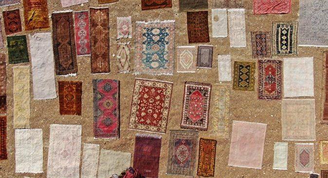 Antalya'da tarladan kaldırılan halılar 100 bin dolara kadar alıcı buluyor