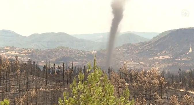 Manavgat'ta yangın bölgesinde hortum paniği!