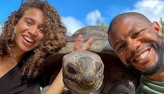 Yangından kurtarılan 4 yaralı kaplumbağa korumaya alındı