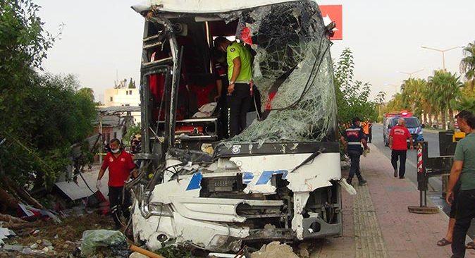 Antalya'dan Gaziantep'e giden otobüs şarampole yuvarlandı: 33 yaralı!