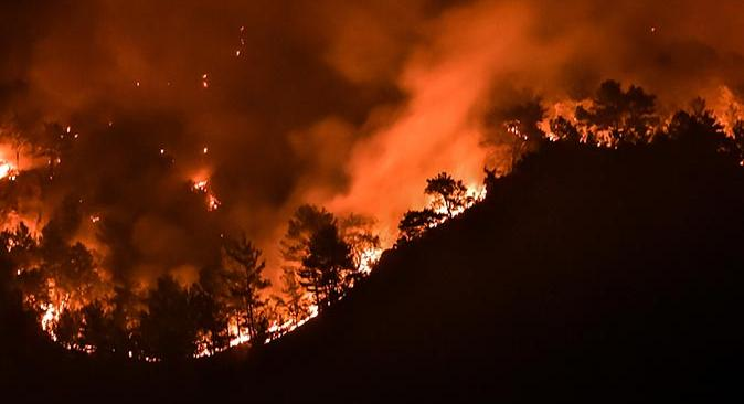 Muğla Köyceğiz'de rüzgar ters esti, yangın şiddetlendi!