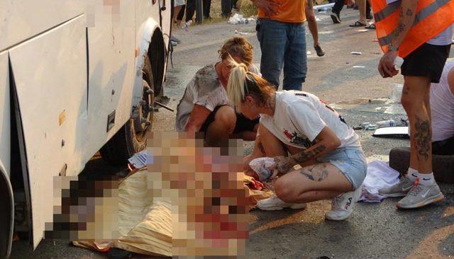 Antalya'da feci kaza! Ölen yakınının yüzünü okşadı