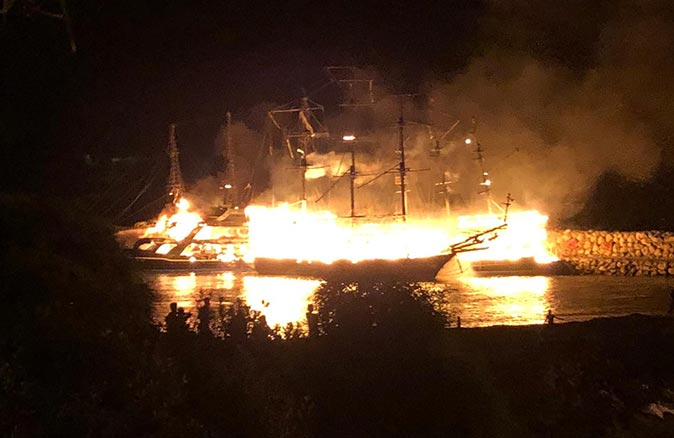 Alanya'da tekneler yanarak kül oldu