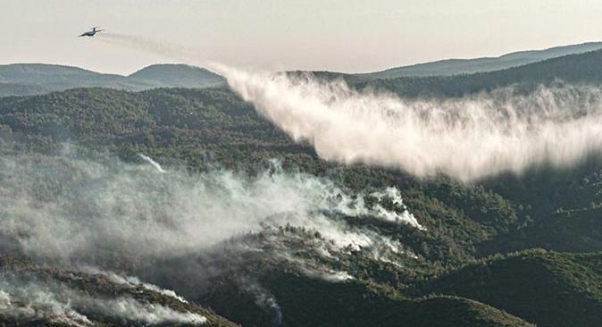 Antalya ve Muğla'daki orman yangınlarına 75 bin ton suyla müdahale edildi