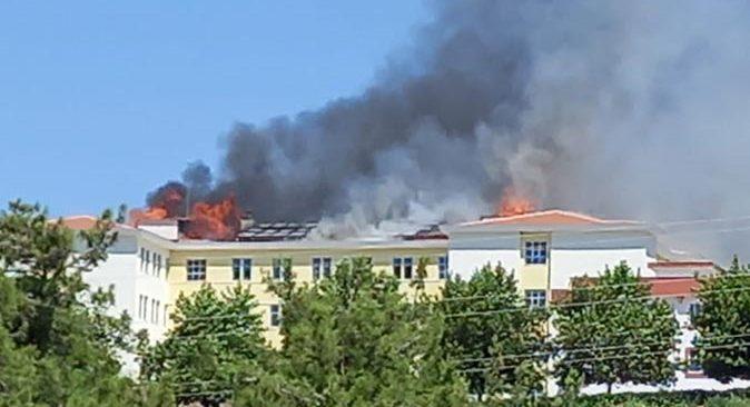 Kumluca'da yurtta yangın! Ekipler seferber oldu