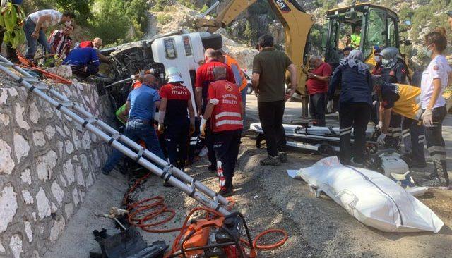 Isparta-Antalya yolunda can pazarı! Korkunç kazada ağır bilanço...