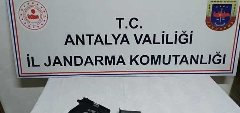Jandarma tarafından durdurulan araçta ruhsatsız silah bulundu