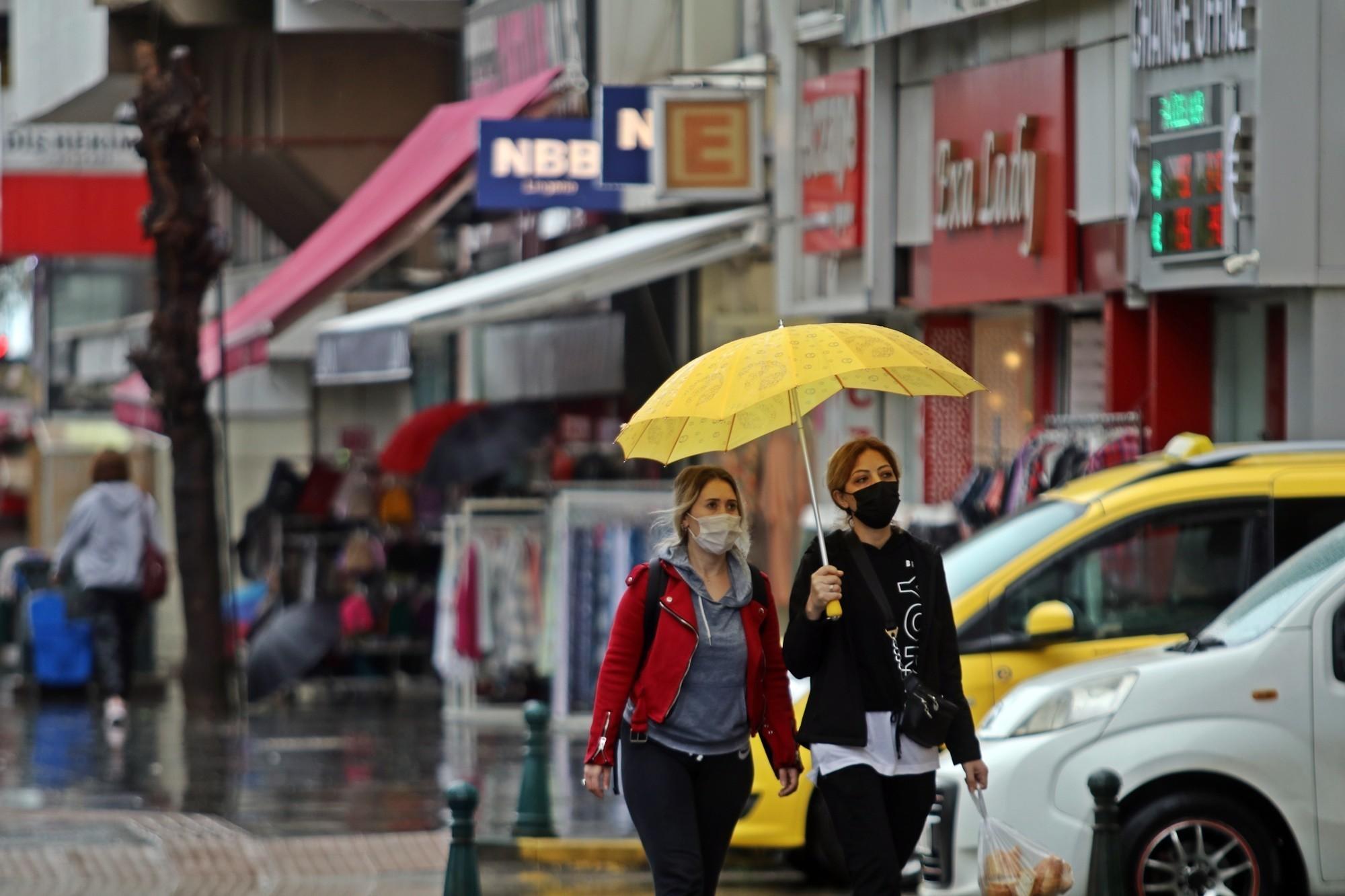 Antalya'ya kuvvetli sağanak yağış uyarısı! Valilik 9 ilçeye işaret etti...
