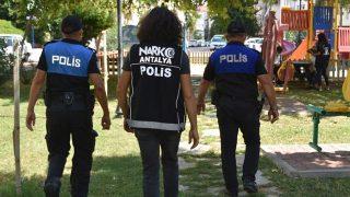 Antalya Emniyeti'nden okullar çevrelerinde sıkı denetim! Şüpheli iki kişi yakalandı...