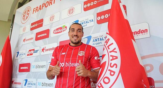 Antalyaspor Enzo Crivelli ile sözleşme imzaladı