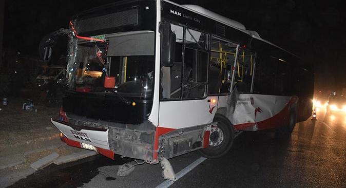 İzmir'de feci kaza! Belediye otobüsü tır ile çarpıştı