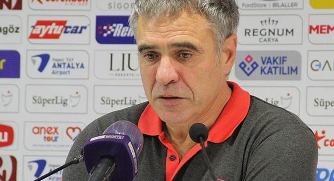 Antalyaspor Teknik Direktörü Ersun Yanal'dan istifa açıklaması
