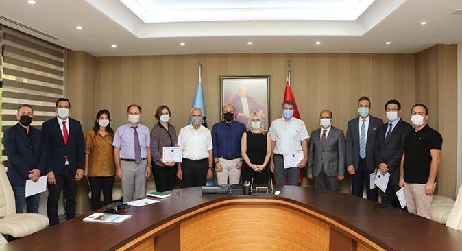 Rektör Özlenen Özkan'dan öğretim üyelerine teşekkür belgesi