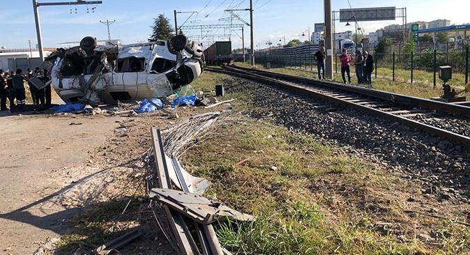 Son dakika... Tekirdağ'da yük treni işçi servisine çarptı