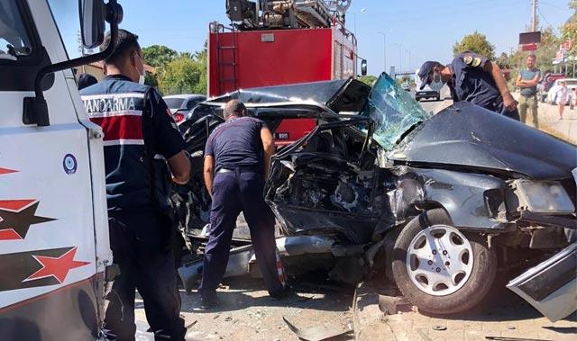 Alanya-Manavgat D-400 karayolunda korkunç kaza! Baba oğul araç içinde sıkıştı