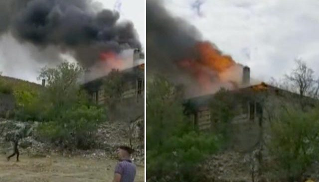Antalya'da 150 yıllık 2 katlı tarihi düğmeli ev yandı