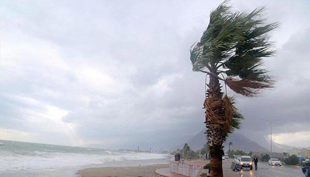 Antalya'ya şiddetli fırtına uyarısı