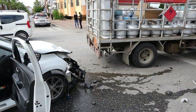Korkunç kaza! Tüp kamyonuna çarptı...