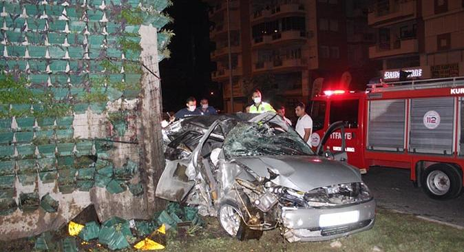 Antalya'da kontrolden çıkan otomobil ok gibi saplandı! Eyüp Akın hayatını kaybetti