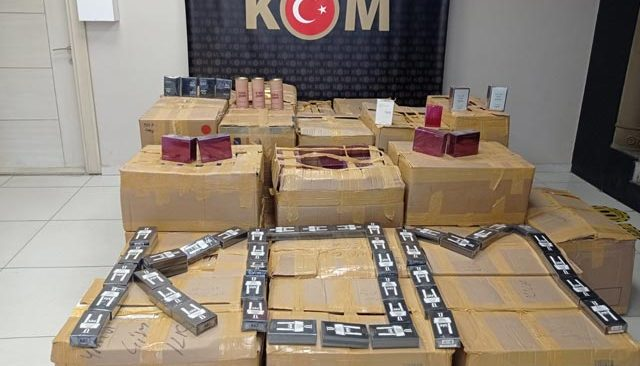 Manavgat'ta gümrük kaçağı parfüm ele geçirildi