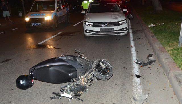 Ters yöne giren motosiklet, araçla kafa kafaya çarpıştı