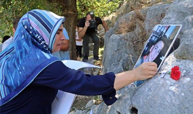 Oğlunun fotoğrafına her baktığında gözyaşlarına boğuldu... Son isteği ise yürek yaktı