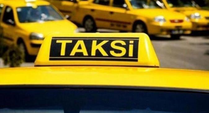 Antalya'da ticari takside 4 düzensiz göçmen yakalandı