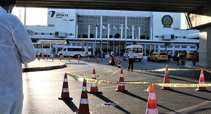 Antalya'da turist tramvay durağından atlayarak intihar etti